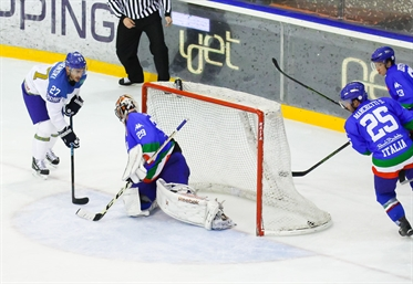 Kazakhstan closes with win